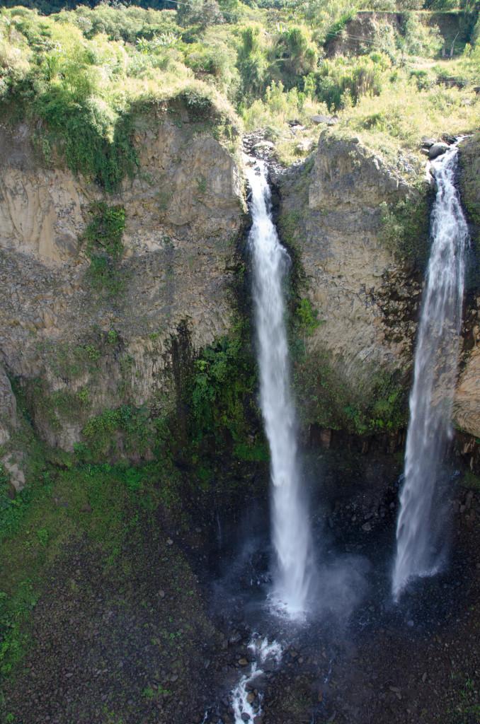 Luxury-Travel-Tour-To-Ecuador-Banos-Manto-De-La-Novia-Waterfalls